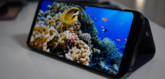 Samsung Galaxy S8 owners complain of problems with red display