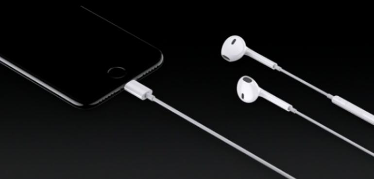 iPhone 7 earpods hero