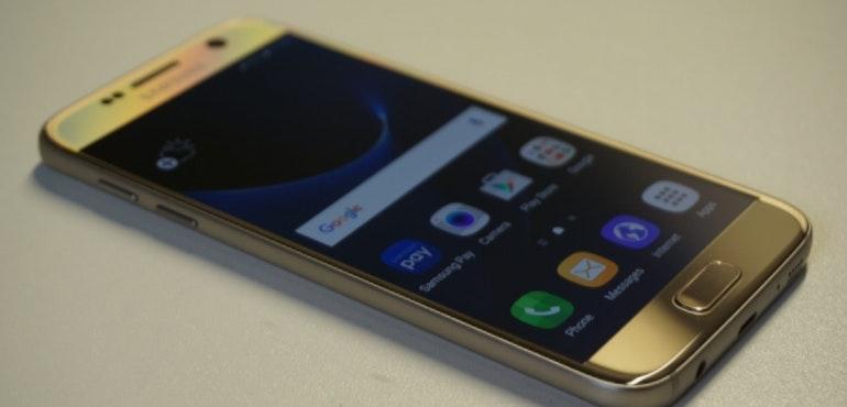 Samsung Galaxy S7 angled