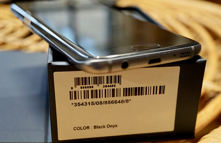 Samsung Galaxy S7 Edge refurbished phone on box