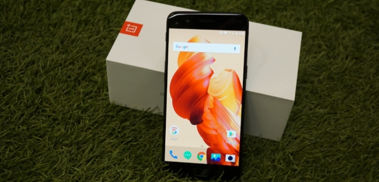 OnePlus 5 standing next to box hero