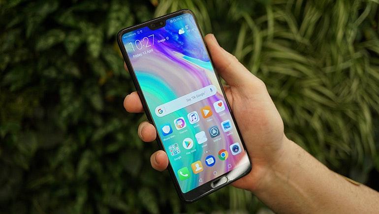Huawei-P20-Pro-in-hand-homescreen