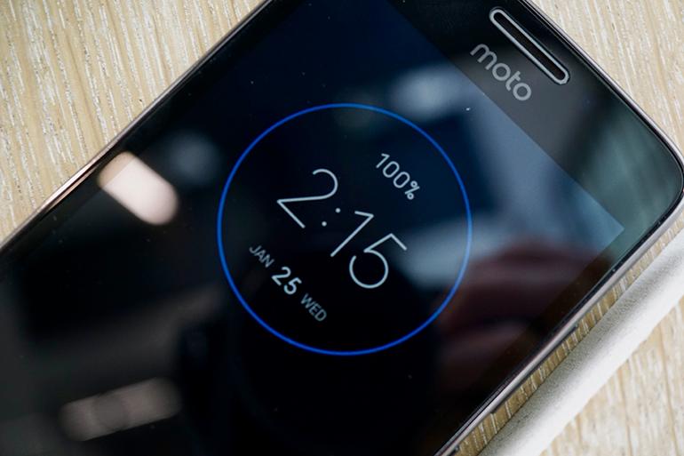 Motorola Moto G5 review always on screen