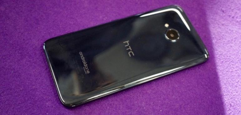 HTC U11 Life back of the phone hero size