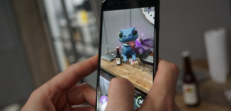 iPhone 8 AR dragon game hero size