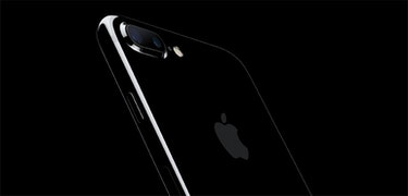The jet black iPhone 7 scratches easily, Apple admits