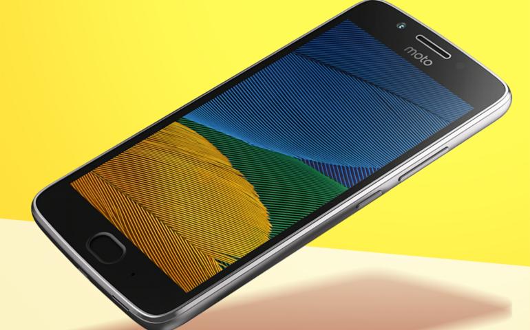 Motorola Moto G5 angled
