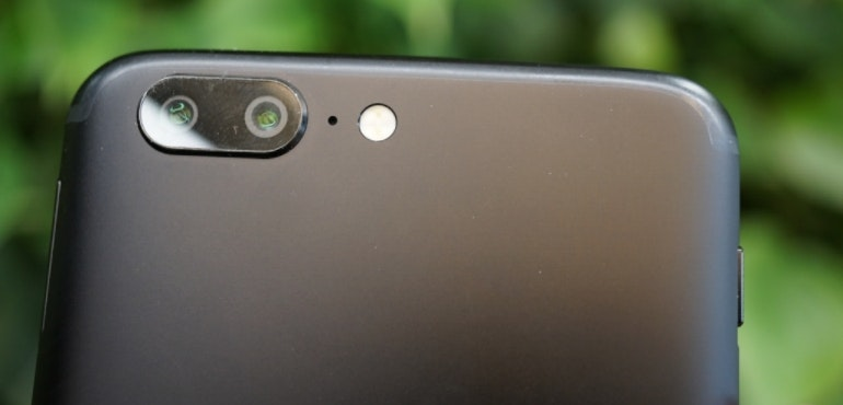 OnePlus 5 dual lens camera hero size