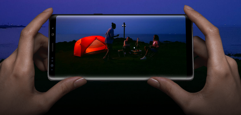 Samsung Galaxy Note 8 screen and camera hero size