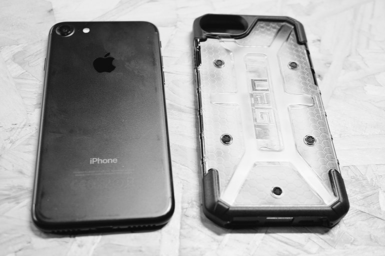 uag case next to iphone 7